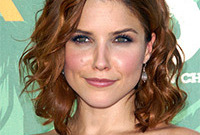 Sophia-bush-makeup-and-hair-for-square-face-shapes-side